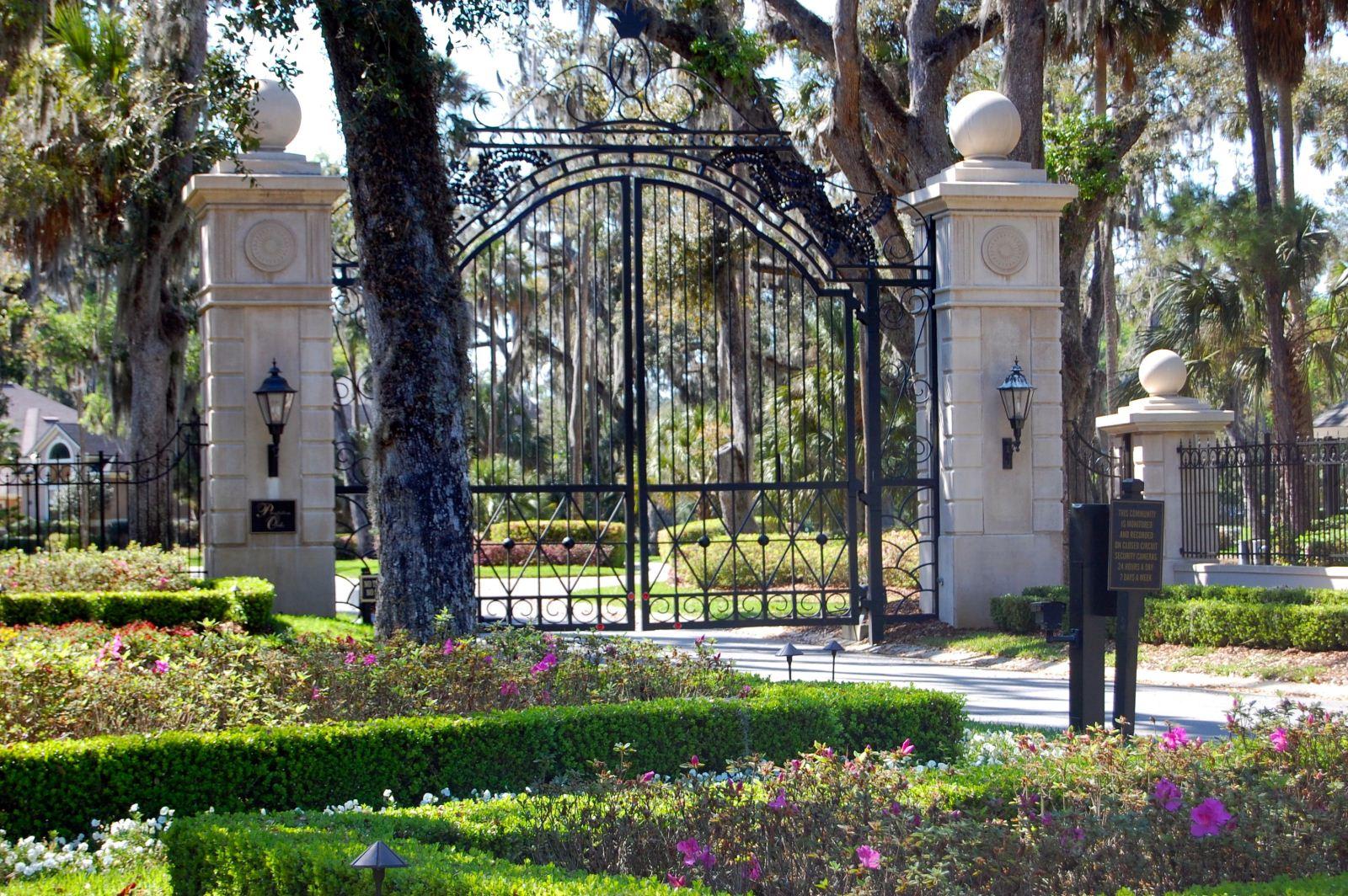Plantation Oaks